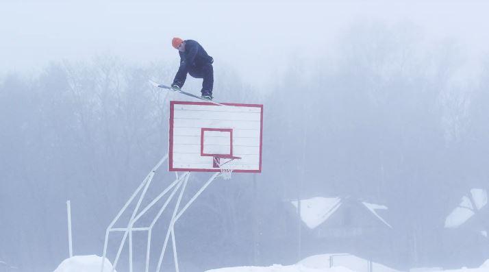 バスケットゴールにノーズタップ