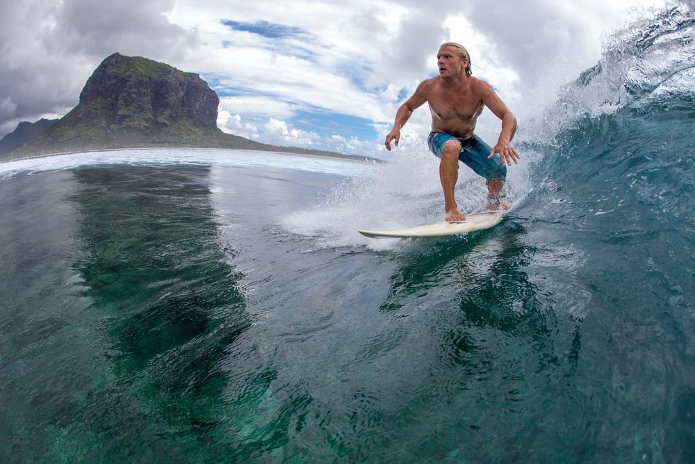 サーフィン 波に乗る