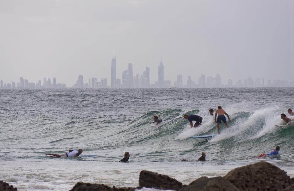 サーフィン 人が多い