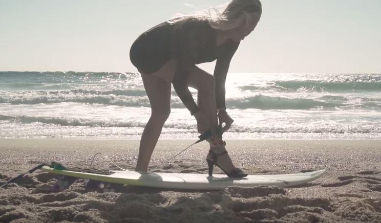 ハイヒールでサーフィンをやってみるとこうなる。3
