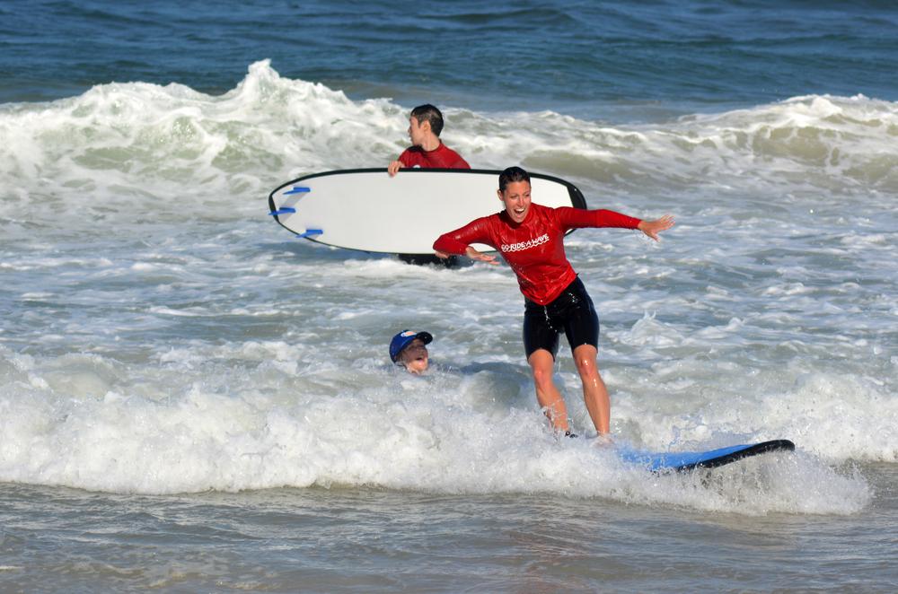 サーフィン立つ