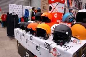 有名メーカーのヘルメットも冬スポ価格で販売されている