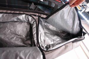 荷物の出し入れが簡単で、防水対策もとられている便利ポケット