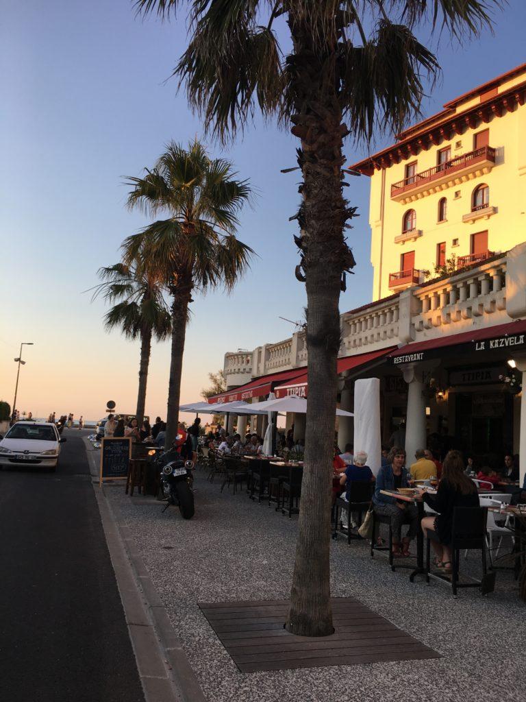 ビアリッツ周辺のビーチ沿いレストラン